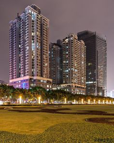 "Some ""smaller"" towers in Guangzhou #guangzhou #towers #architecture #guangdong #2006 #travel #nofilter #thewestinguangzhou #park #night #density #apartments #hotel #buildings #china #nacht #architektur #wohnungen #hochhäuser #wohntürme #highrises #hirises #westinhotel #construction #publicpark #nightshot #longago #guangzhouatnight #canton"