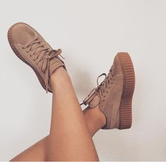 Sneakers mujer vans 42 Ideas for 2019 Dr Shoes, Pumas Shoes, Sock Shoes, Cute Shoes, Me Too Shoes, Shoe Boots, Sneakers Fashion, Fashion Shoes, Style Fashion
