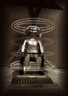Die Erschaffung der Roboter-Maria aus dem legendären Film Metropolis von Fritz Lang. Playmobil