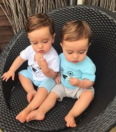 Baby pictures twins parents 19 New Ideas Cute Baby Twins, Twin Baby Boys, Cute Little Baby, Twin Babies, Little Babies, Baby Kids, Cute Baby Pictures, Baby Photos, Foto Baby