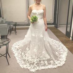 Marchesa  AZALEA✔️ 大大本命のドレス❤️❤️❤️刺繍にスパンコール、立体的なお花もう文句なし可憐な感じがたまらないでも、、完全なる予算オーバー彼は好きなの着ていいとは言ってるものの、現実問題考えると #マルケーザ#ドレスフィッティング#ウェディングドレス#mirrormirror#ミラーミラー#結婚式#結婚式準備#プレ花嫁#日本中のプレ花嫁さんと繋がりたい#ちーむ1029