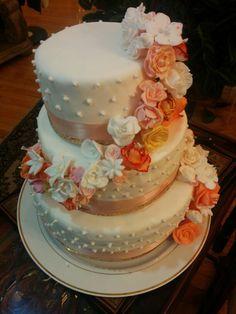 Engagement cake #cake #diy #engagement Engagement Cakes, Desserts, Diy, Food, Tailgate Desserts, Do It Yourself, Meal, Bricolage, Dessert