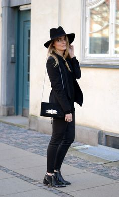 Black outfit, Fashion street style. Leather leggings and fedora. Simple outfit post. Studded boots. autumn winter style