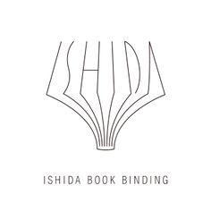 石田製本株式会社のロゴマーク。 見ての通り、本を開いた断面が「ISHIDA」の文字を形どっています。 �   Graphic Design Logo Identity Branding
