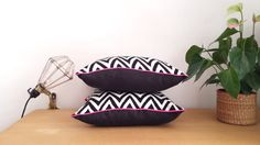 Decoration Chic, Chevrons, Homedesign, Diy Couture, Sweet Home, Creations, Throw Pillows, Black And White, Sewing