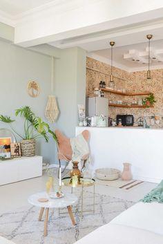 Un salon pastel entre style bohème et inspiration scandinave