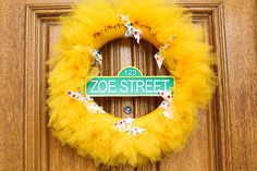 Sesame street wreath @ Jennifer Riney, what do you think about this for your frontdoor? Seasame Street Party, Sesame Street Birthday, Elmo Birthday, 2nd Birthday Parties, Birthday Ideas, 50 Wedding Anniversary Gifts, Cookie Monster Party, Elmo Party, Tulle Wreath