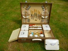 vintage six-place Brexton picnic set or hamperintage six-place Brexton picnic set or hamper for sale on ebay as seen on Retro to Go