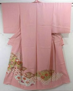 This is a kimono fabric cut into Irotomesode shape and stitched roughly before sewing to make Irotomesode