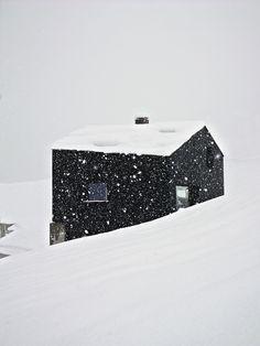Дом-кристалл в Швейцарских Альпах