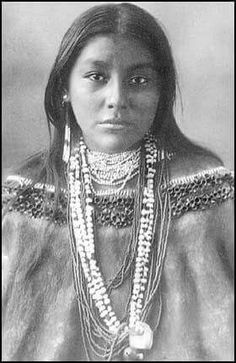 Native American woman of Comanche Tribe Native American Pictures, Native American Beauty, Native American Tribes, Native American History, American Indians, Native American Girls, Native Indian, Cherokee Indian Women, Cherokee Woman