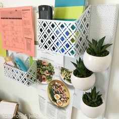14 Back to School Organizing Tips! Create a Family Command Center, Organize your kids' closets and homework station! -- Tatertots and Jello