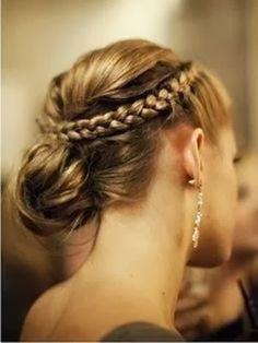 Peinados recogidos con trenzas, encuentra más opciones aquí...http://www.1001consejos.com/peinados-recogidos-con-trenzas/