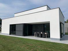 Projecten | Jan Abbeloos Ingenieur Architect Garage Doors, Outdoor Decor, Home Decor, Modern Townhouse, Bauhaus Style, House Styles, Architecture, Decoration Home, Room Decor