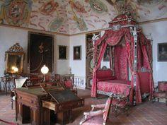 interni del castello di masino a torino