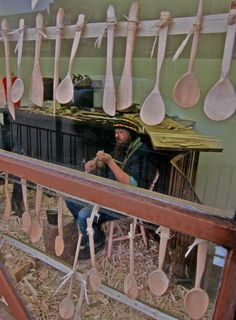 Barnaby Carder – widely known as Barn the Spoon via http://spitalfieldslife.com/2012/11/13/barn-the-spoon-spoon-carver/#