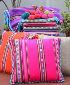 Aguayo, a textile piece from the Andes with a lot of color and tradition - La casa de Freja Mexican Home Decor, Diy And Crafts, Kids Crafts, Colorful Pillows, Mexican Style, Decorative Pillows, Sewing Projects, Shabby, Textiles