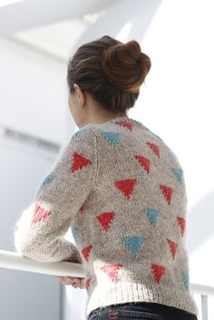 I think Kiyomi Burgin's Happy Triangles sweater looks really fresh in these colors. Let's face it, it could look Cosby-sweater in red and blue on a black background.