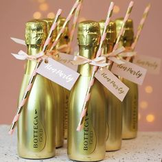 Hen Party Decorated Gold Prosecco Bottle Source by terriheaney Hen Party Food, Hen Party Favours, Hen Party Bags, Hen Party Gifts, Party Gift Bags, Wedding Favours, Party Party, Pink And Gold Decorations, Hen Party Decorations