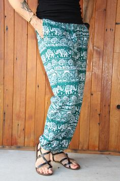 Green & White & just a tiny bit of Gold. MASI Harem Pants. Super cool design up close. Harem Pants, Cool Designs, Cool Stuff, Green, Gold, Collection, Style, Fashion, Swag