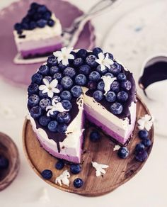 no bake ombre curd cheesecake with blueberries (Cheesecake Recipes Cupcakes) Mini Desserts, Just Desserts, Delicious Desserts, Yummy Food, Food Cakes, Cupcake Cakes, Cheesecake Recipes, Dessert Recipes, Dessert Food