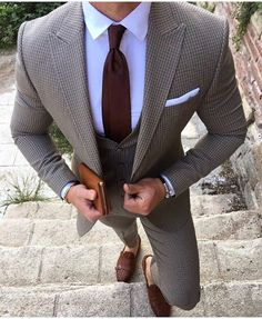 mens in style // urban men // city boys // mens suit // mens fashion // mens accessories // city style // Le Bourgeois Gentilhomme, Style Urban, Look Blazer, La Mode Masculine, Herren Outfit, Three Piece Suit, Men Formal, Mens Fashion Suits, Mens Suits Style