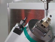 Kleinste Teile sicher spannen mit dem mechanischen Zentrischspanner MZE von Spreitzer