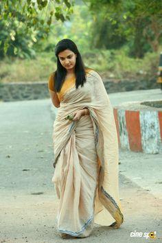 Hot and Unseen Sizzling Pics of Honey Rose - Cinebuzz Indian Attire, Indian Wear, Rose Actress, Honey Rose, Simple Sarees, Saree Models, Fancy Sarees, Indian Celebrities, Saree Styles