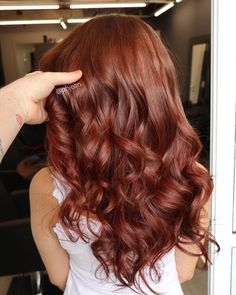 Lovely Copper Balayage - 60 Auburn Hair Colors to Emphasize Your Individuality - The Trending Hairstyle Short Red Hair, Long Wavy Hair, Dark Hair, Dark Copper Hair, Short Auburn Hair, Copper Red, Curly Hair Styles, Natural Hair Styles, Natural Red Hair