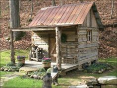 Lovely tiny house rustic cabin! So simple.