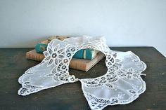 vintage lace collar  BAEL FRUIT white crochet collar par MsTips, $16.00