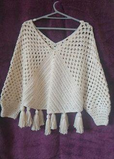 Inspiraes Croche Lucy Tops Com Any Deins - Diy Crafts - Marecipe Pull Crochet, Mode Crochet, Crochet Granny, Crochet Hooks, Knit Crochet, Crochet Poncho Patterns, Crochet Cardigan, Crochet Shawl, Knitting Patterns