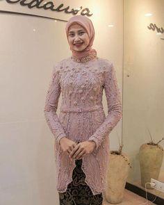 model baju kebaya brokat kombinasi batik payet selendang