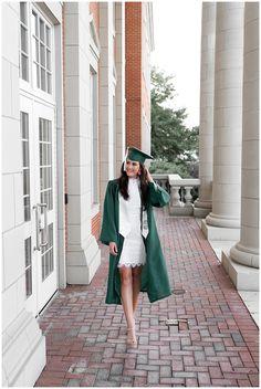 Girl Graduation Pictures, Graduation Look, College Graduation Photos, College Senior Pictures, Graduation Picture Poses, Graduation Portraits, Graduation Photoshoot, Girl Senior Pictures, Grad Pics