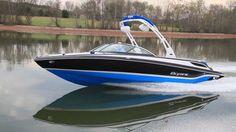 """The Bryant Boats 233X has a LOA of 23'3"""" (7.11 m), a beam of 102"""" (259 cm) and a beam of 32"""" (81 cm)."""