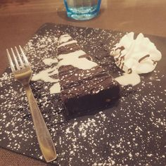 #sweet #food #napoli #dolce #chocolate #cioccolata Dolce, Mascara, Cupcake, Lifestyle, Tableware, Sweet, Candy, Dinnerware, Dishes
