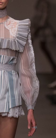 Zimmermann Spring 2016 Ready-to-Wear Fashion Show Haute Couture Style, Couture Fashion, Fashion Art, Runway Fashion, High Fashion, Fashion Show, Fashion Looks, Womens Fashion, Fashion Tips