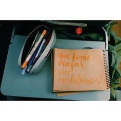 Se me quedaron los  y pucha que los eché de menos pero nada mejor que hacer letritas . Se viene la aventura !. #Calligraphy #handwriting #brushables #letras #letters #Letterlina #catigraphy #LetterlinaGoesToBuenosAires