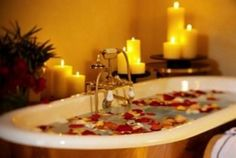 Whether you want to relax the nerves and muscles, a therapeutic bath with epsom salts is almost magical antidote, as the magnesium content of these sulfates are particularly appropriate to calm nervous system voltages, loosen muscles and treat inflammation. Furthermore, the effect of these salts detoxifying promotes cleaning of the skin and the pores, making the removal of toxins and waste of the organism.