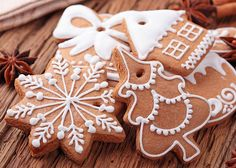 This is the perfect recipe for sugar cookie icing. Easy to make - it looks and tastes great, and will make it easy for you to decorate cookies. Includes cookie decorating tips! Christmas Tree Biscuits, Christmas Baking, Christmas Time, Christmas Sweets, Christmas Feeling, Merry Christmas, Ginger Bread Cookies Recipe, Cookie Recipes, Ginger Cookies