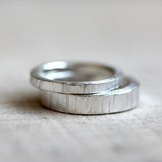 Tree bark wedding ring set. I would want in gold or white gold. Beautiful design.