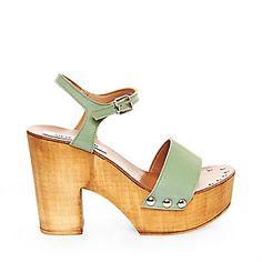 3d266b9cbd64 12 Best Women s footwear images