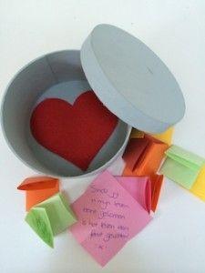 rond doosje met hart en kleine liefdes briefjes #valentijnsdag maak zelf een mooi en lief #kado #gratistips