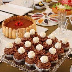 No photo description available. Chocolate Fairy Cakes, Chocolate Cupcakes Decoration, Easy Chocolate Cupcake Recipe, Chocolate Desserts, Cupcake Recipes, Dessert Recipes, Cap Cake, Pudding Cake, Turkish Recipes