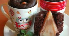 Mennyei Körtés bögrés🍐 recept! Már régóta ki szerettem volna próbálni, hogy milyen ez a végtelen egyszerű mikrós, bögrés süti, körtével... Nagyon finom, zamatos, csak ajánlani tudom, és pillanatok alatt készen van!!! 😉 Evo, Pudding, Mugs, Tableware, Desserts, Tailgate Desserts, Dinnerware, Deserts, Cups