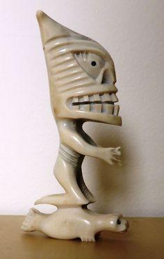Редкая резная фигура демона из кости с плоской печатью - Тупилак - Гренландия - Каталики