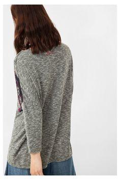 Camiseta gris con bajo cruzado | Desigual.com G