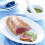 Scopri come preparare il tonno scottato con pesto di menta e mandorle, un…