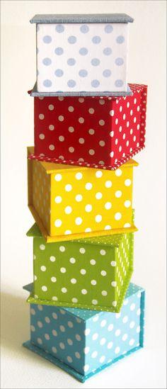 Minha estampa mais querida em caixinhas super fofas. Medida: 8 x 8 x 6 cm Caixas de papelão forradas em tecido 100% algodão.