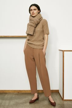 Nadire Atas on Simple and Elegant TSE Fall 2019 Ready-to-Wear Collection - Vogue Love Fashion, Winter Fashion, Fashion Show, Fashion Trends, Warm Outfits, Mode Outfits, Fall Capsule Wardrobe, Work Looks, Look Chic